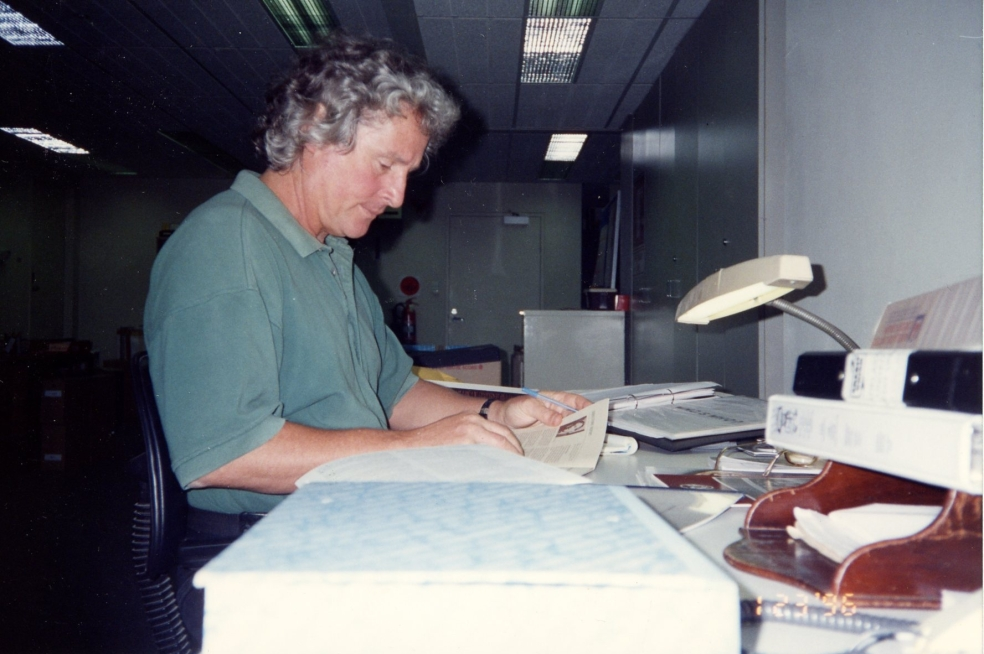 gary-lewis-researching-at-acua-office-23-1-1996.jpg